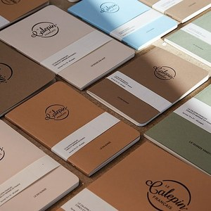Collection Les Naturels. 3 formats : 10x15, 12x18 et 15x21. 5 couleurs différentes : vert, marron foncé, brun, beige et bleu.